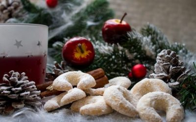 Mulled wine and biscuits