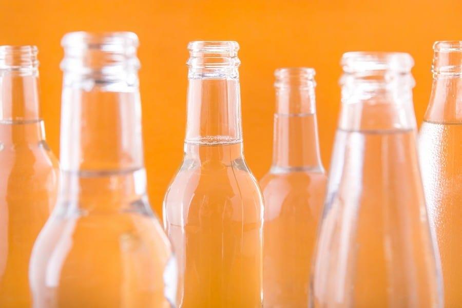 Bottiglie di acque toniche. Foto di Alberto Blasetti