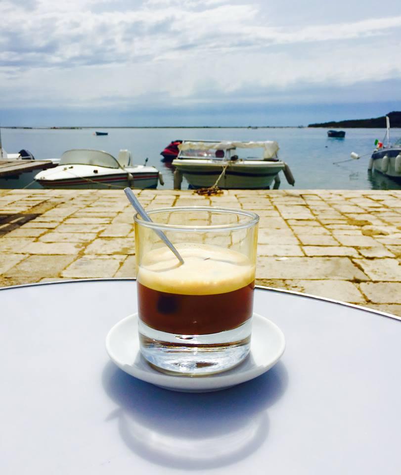 Caffè con ghiaccio soffiato