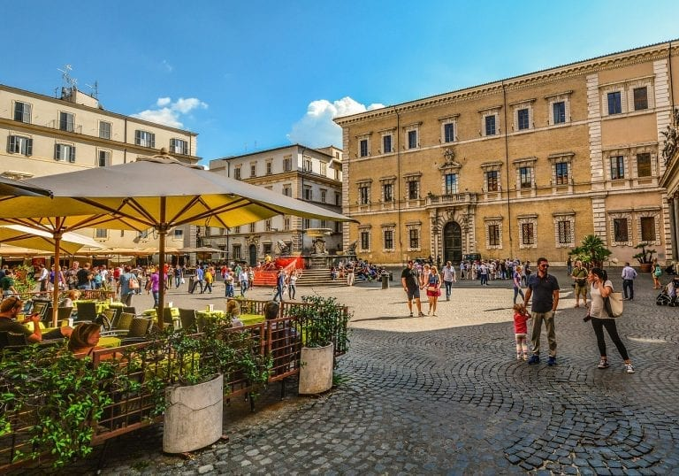 Find out more about the best food shops in Trastevere